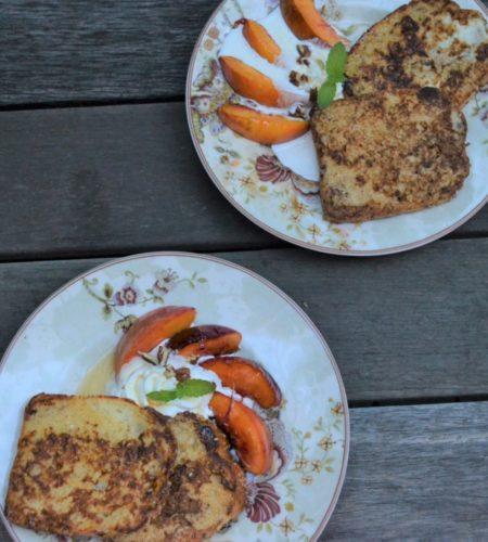 フレンチトーストとキャラメルピーチ
