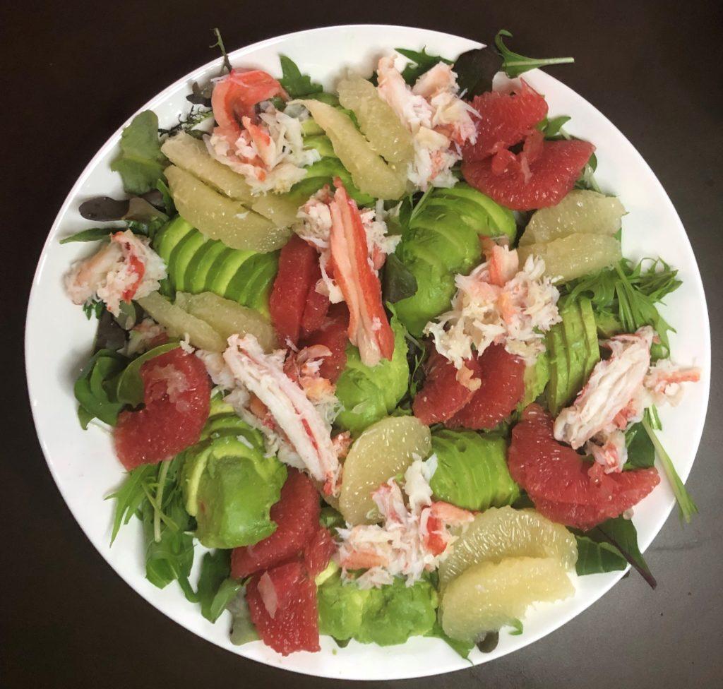 アボカドとグレープフルーツの入った蟹サラダ