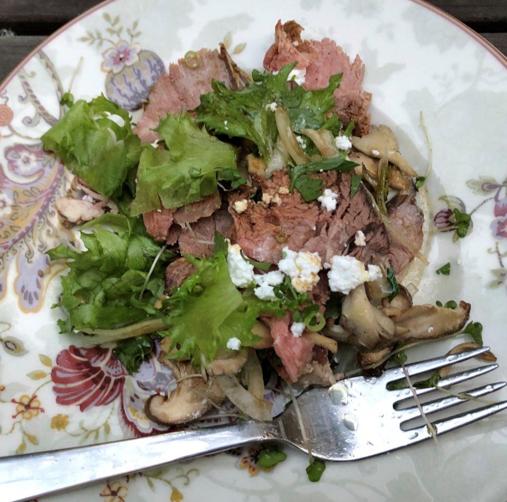 ローストビーフと茸のサラダ
