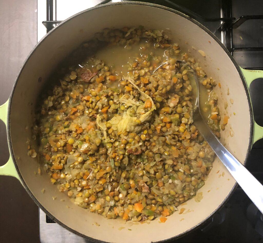 レンズ豆の煮込みとポーチドエッグ
