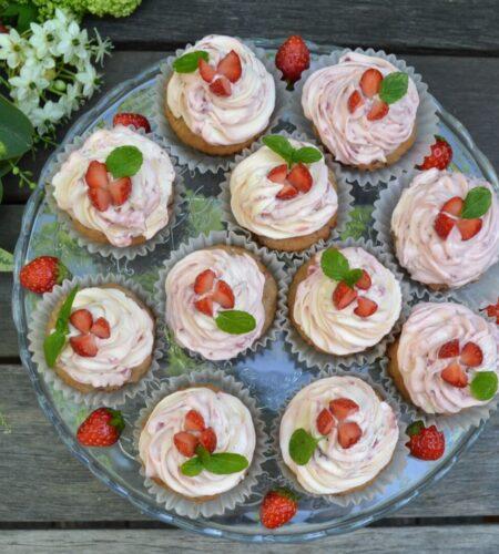 苺のカップケーキ
