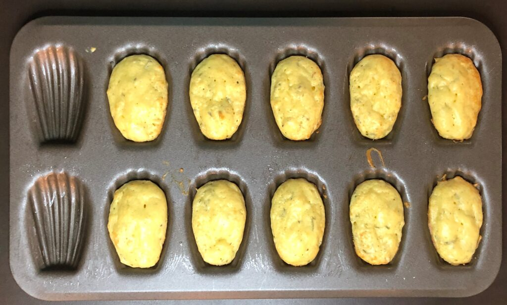 ハーブとパルメジャーノチーズのマドレーヌ