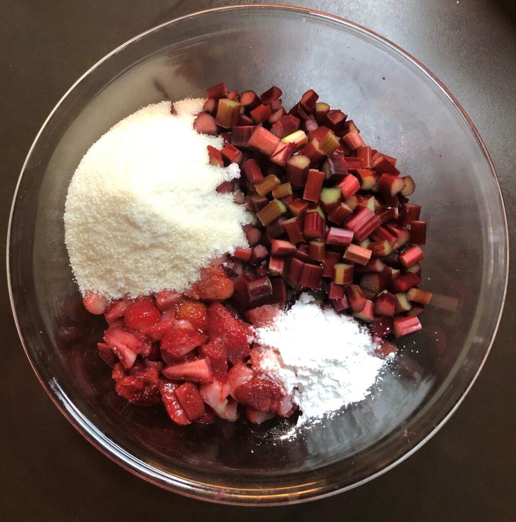 苺とルバーブのカスタードパイ