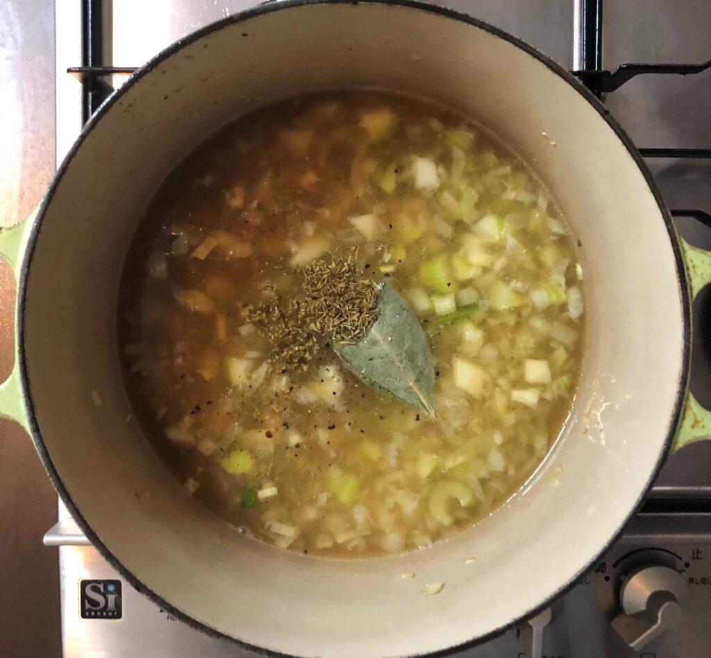 白いんげんとソーセージのスープ